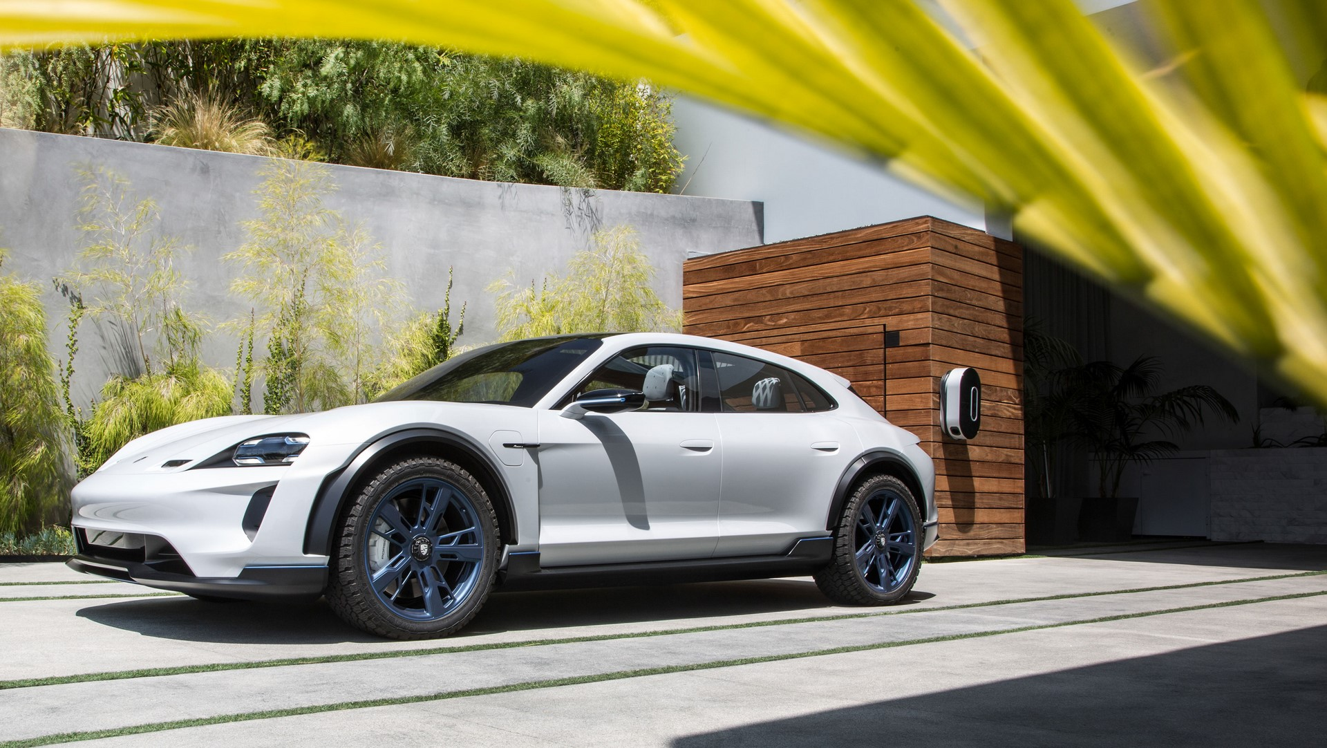 Porsche Mission E Cross Turismo (5)