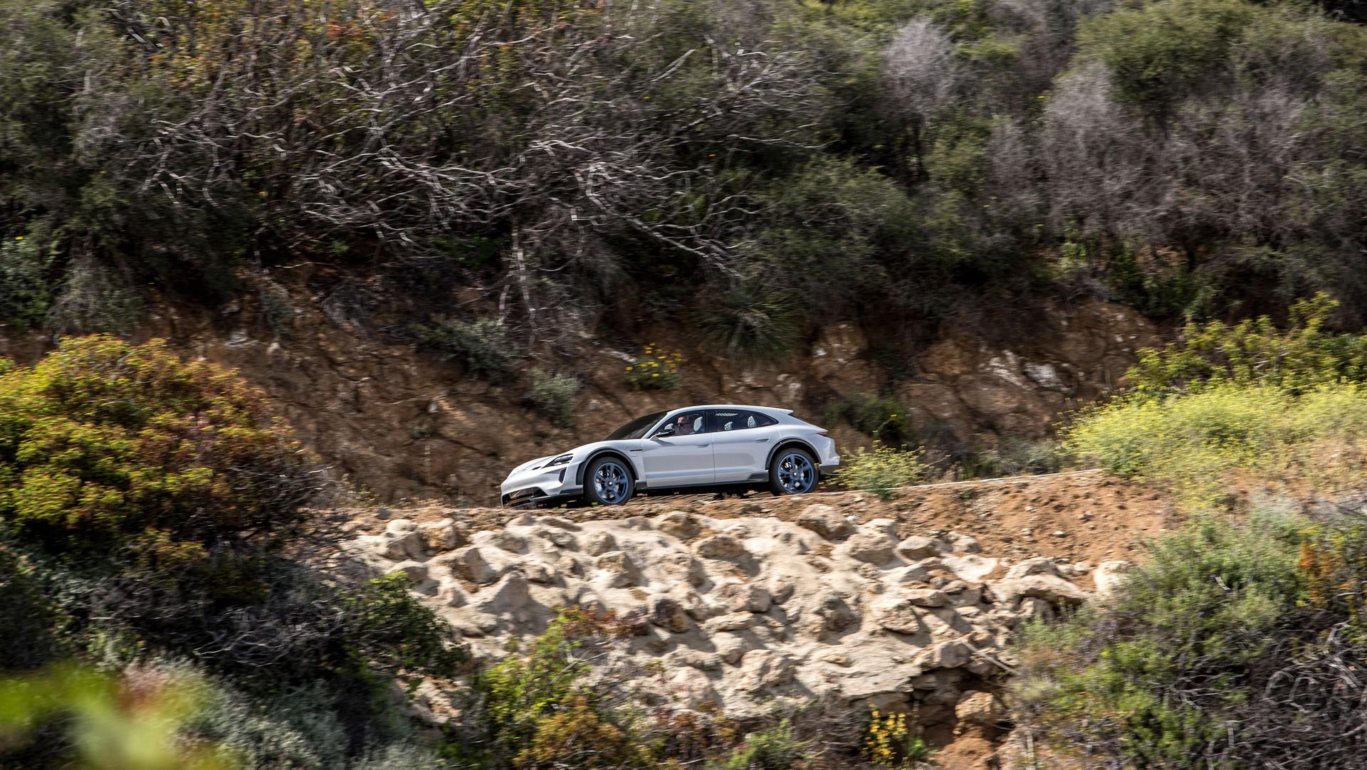 Porsche Mission E Cross Turismo (7)