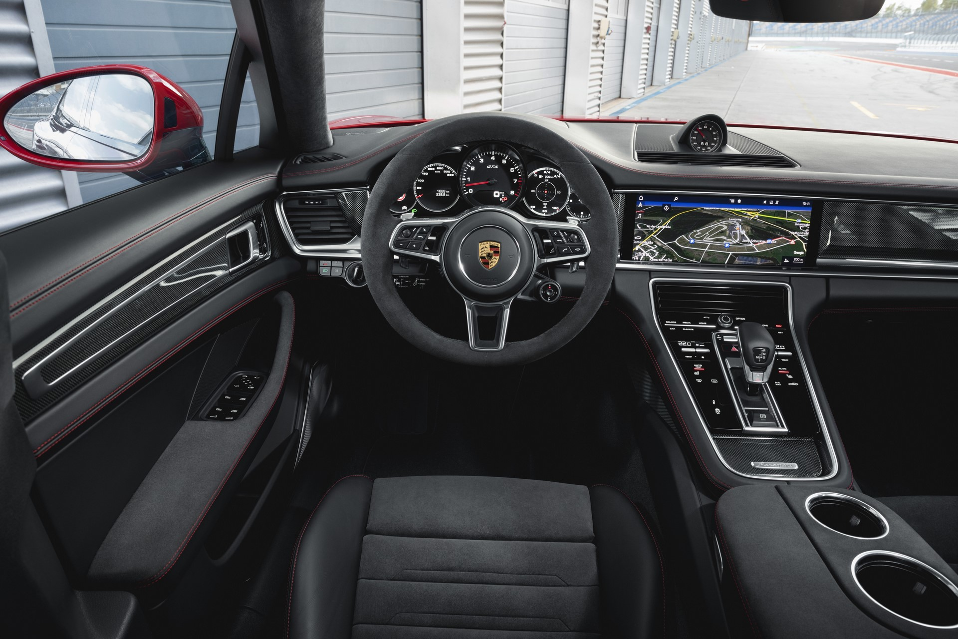 Porsche Panamera GTS and Panamera GTS Sport Turismo (3)