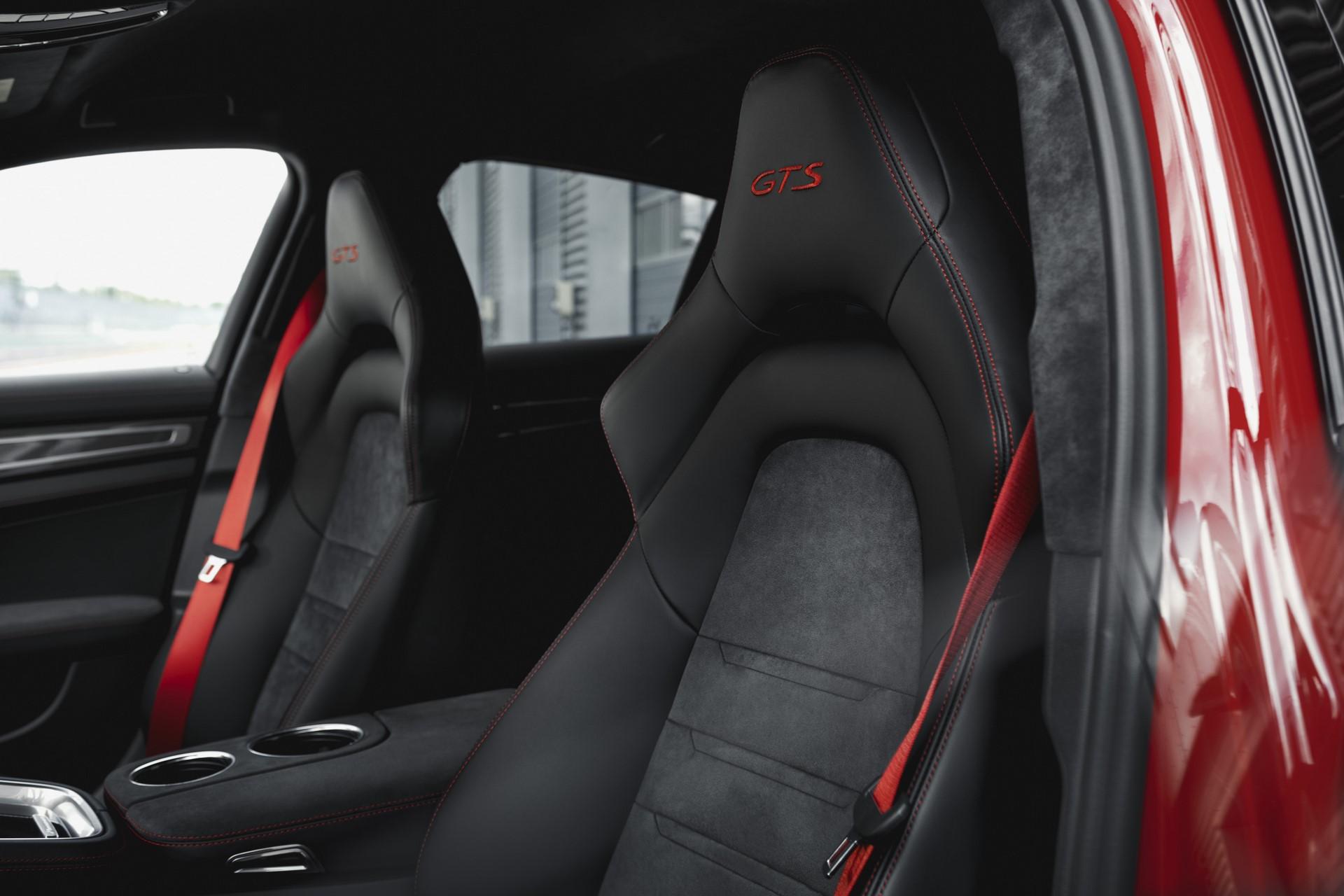 Porsche Panamera GTS and Panamera GTS Sport Turismo (4)