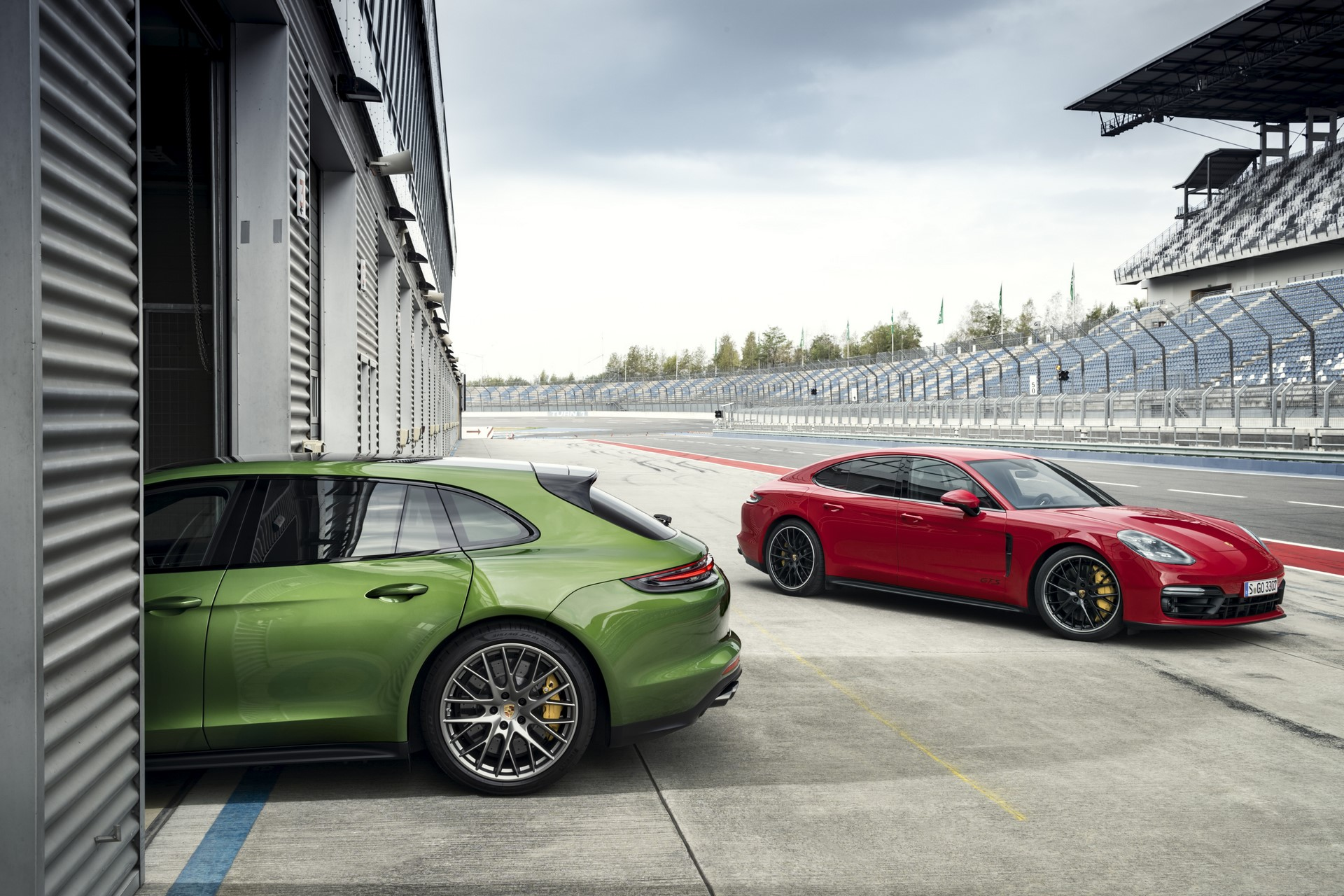 Porsche Panamera GTS and Panamera GTS Sport Turismo (7)