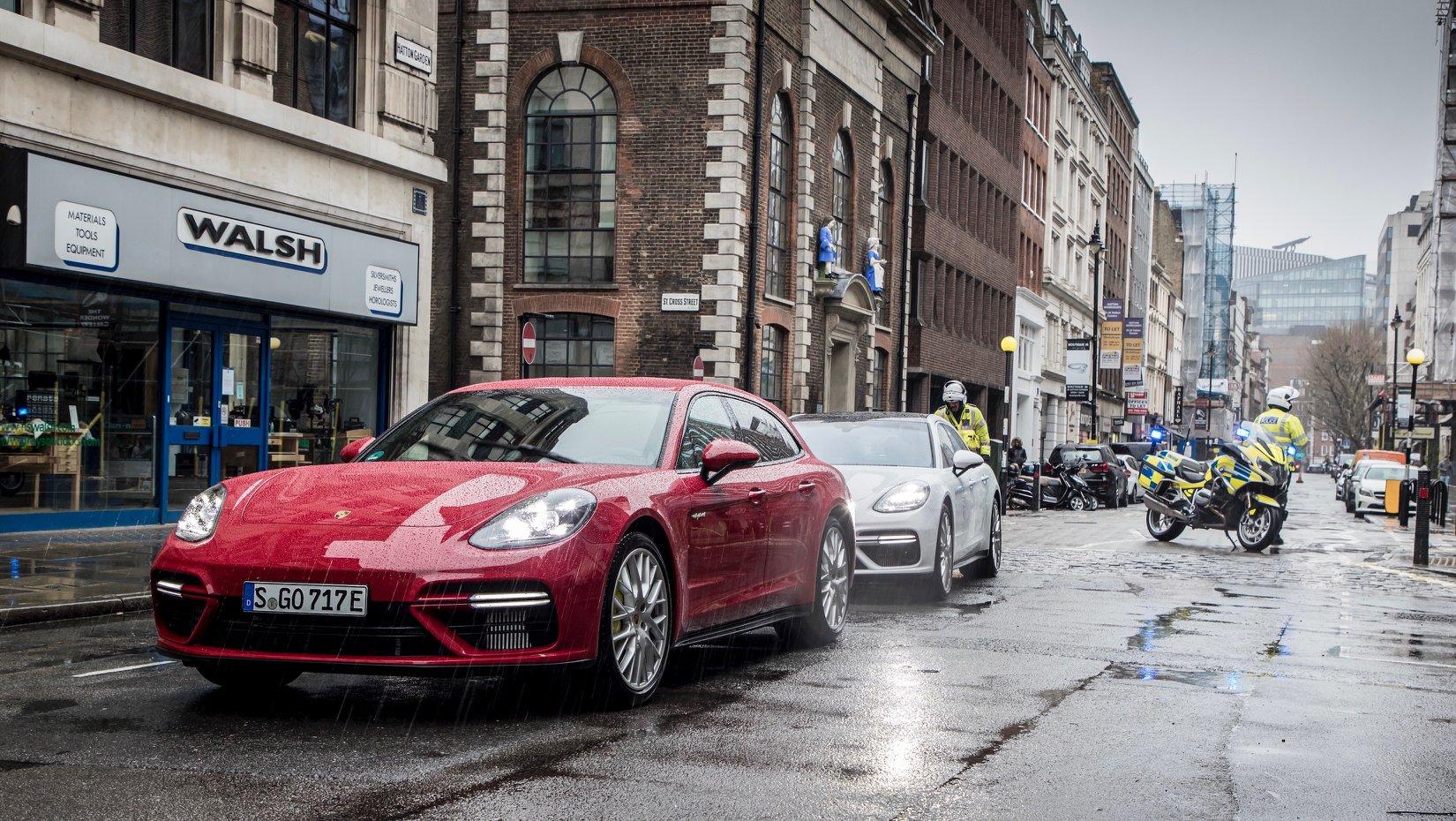 Porsche_Panamera_Turbo_Sport_Turismo_gold_tranposrt_0001