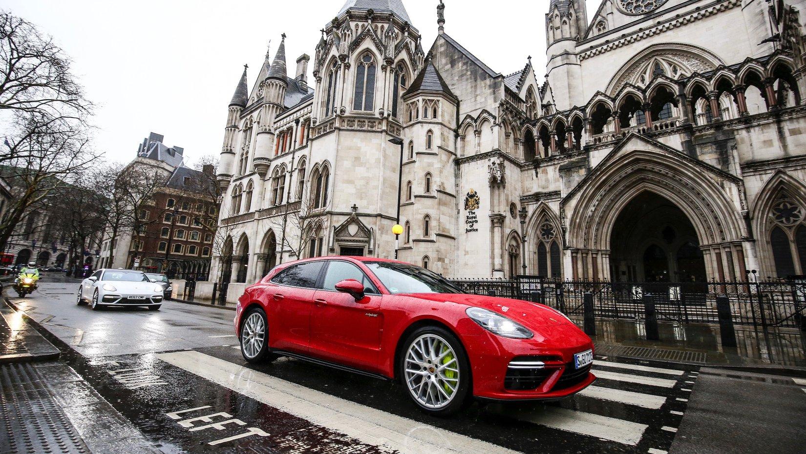 Porsche_Panamera_Turbo_Sport_Turismo_gold_tranposrt_0009