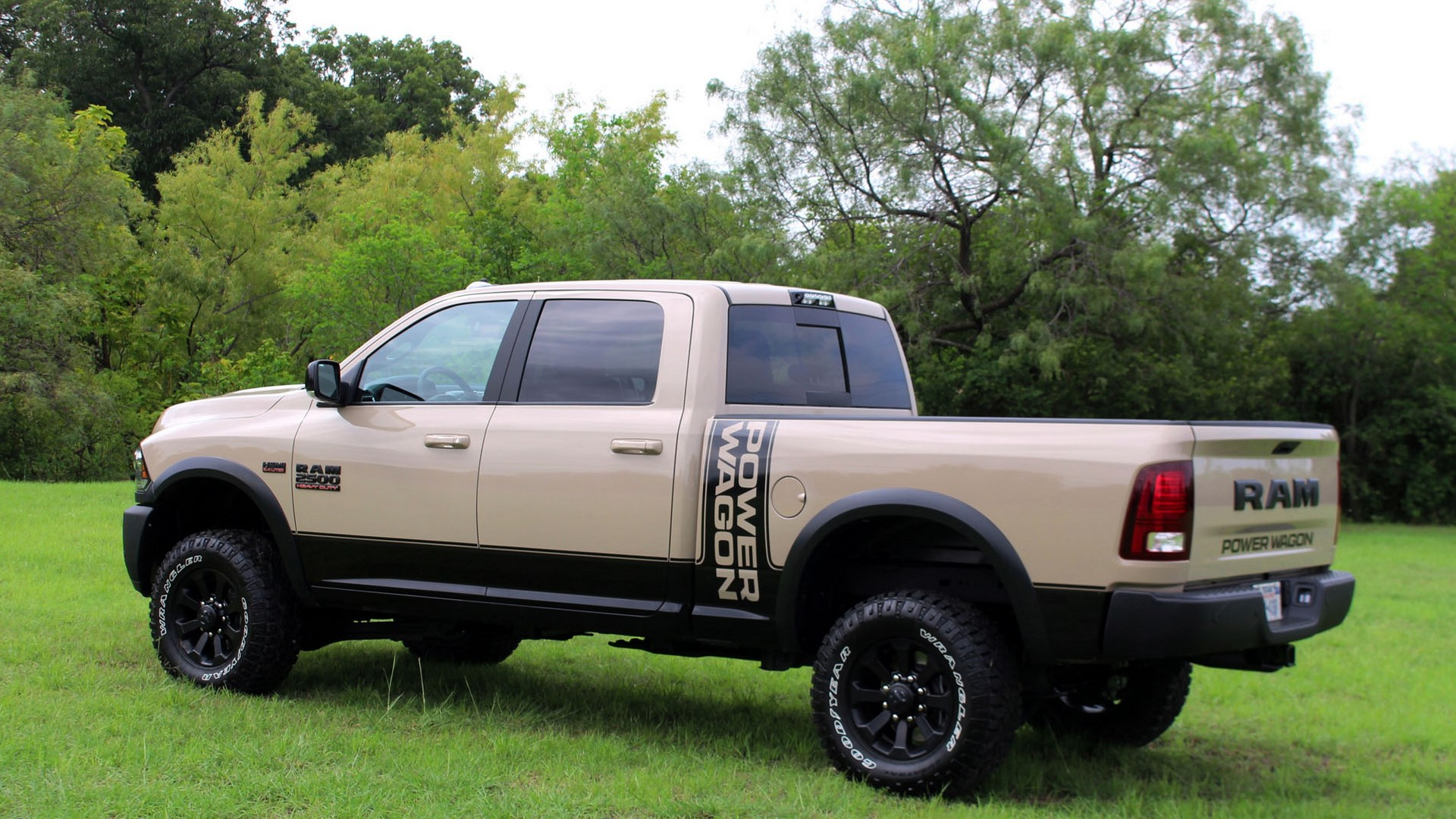 ram-2500-powerwagon-profile-3-1