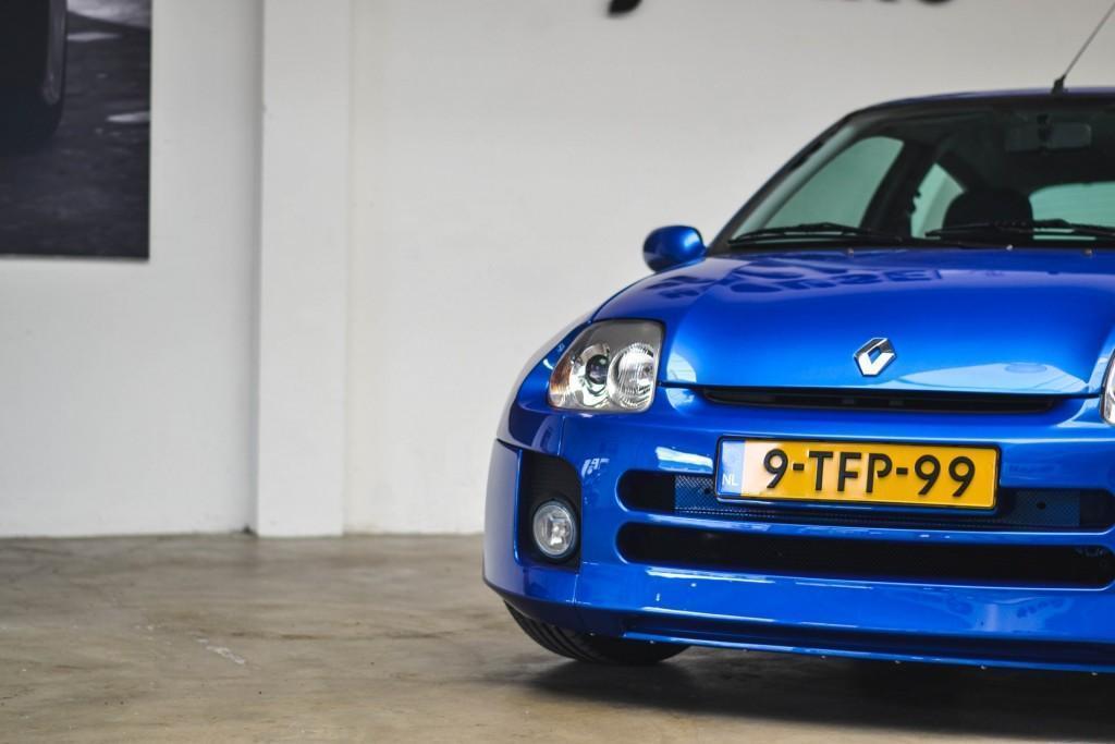 Renault Clio V6 (2)