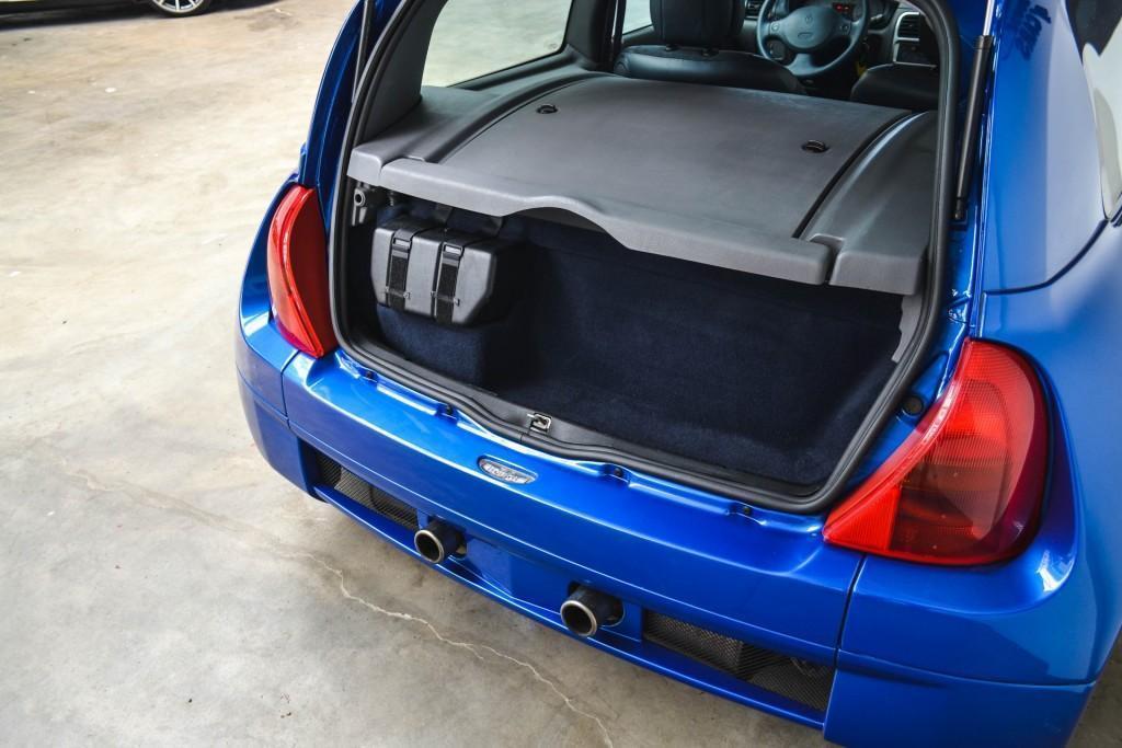 Renault Clio V6 (7)
