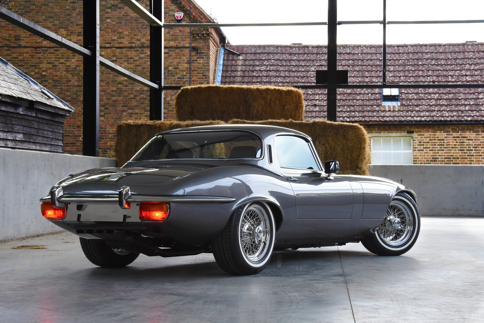 Restomod Jaguar E-Type 14