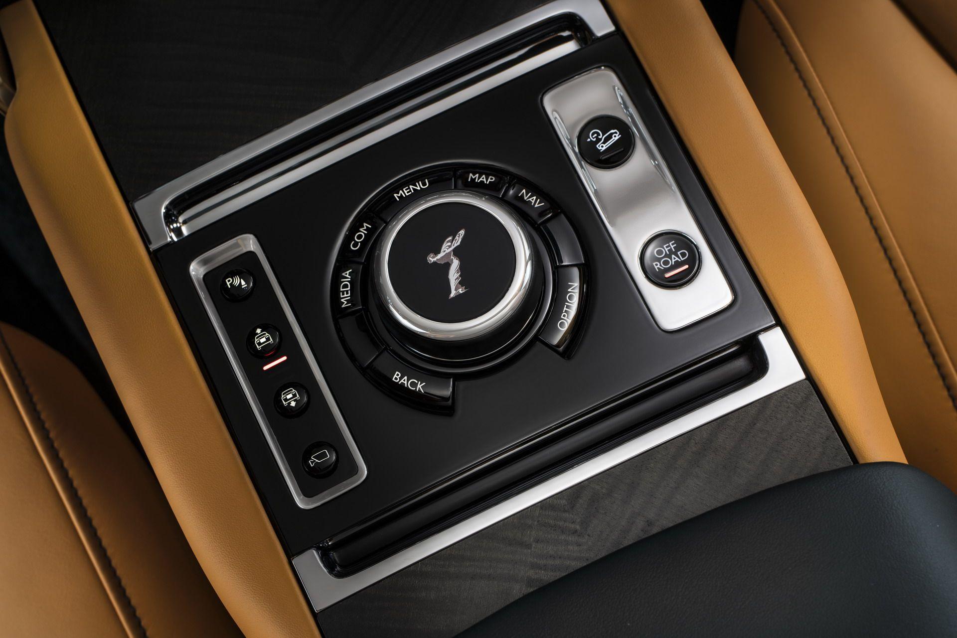 Rolls Royce Cullinan (12)