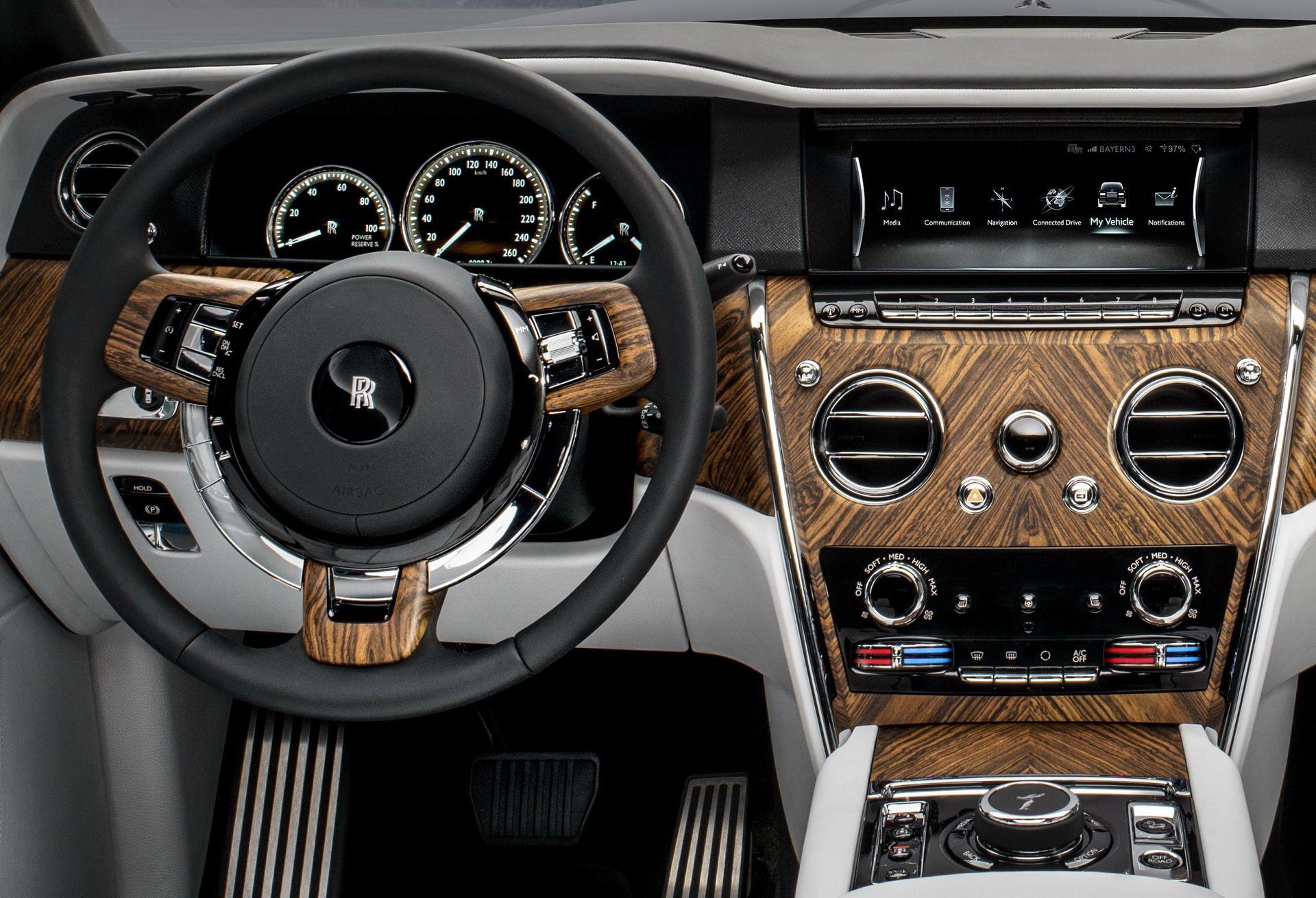 Rolls Royce Cullinan (25)