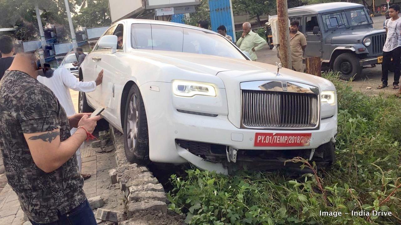 Rolls-Royce Ghost crash in India (1)