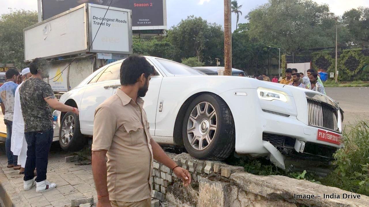 Rolls-Royce Ghost crash in India (2)
