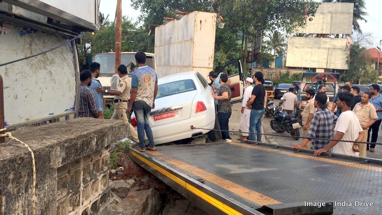 Rolls-Royce Ghost crash in India (3)