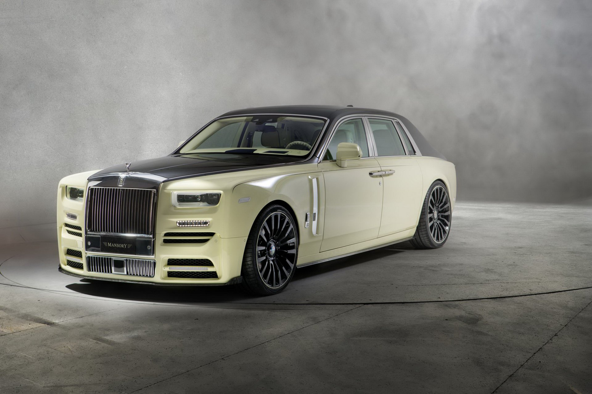 Rolls-Royce_Phantom_by_Mansory_0006