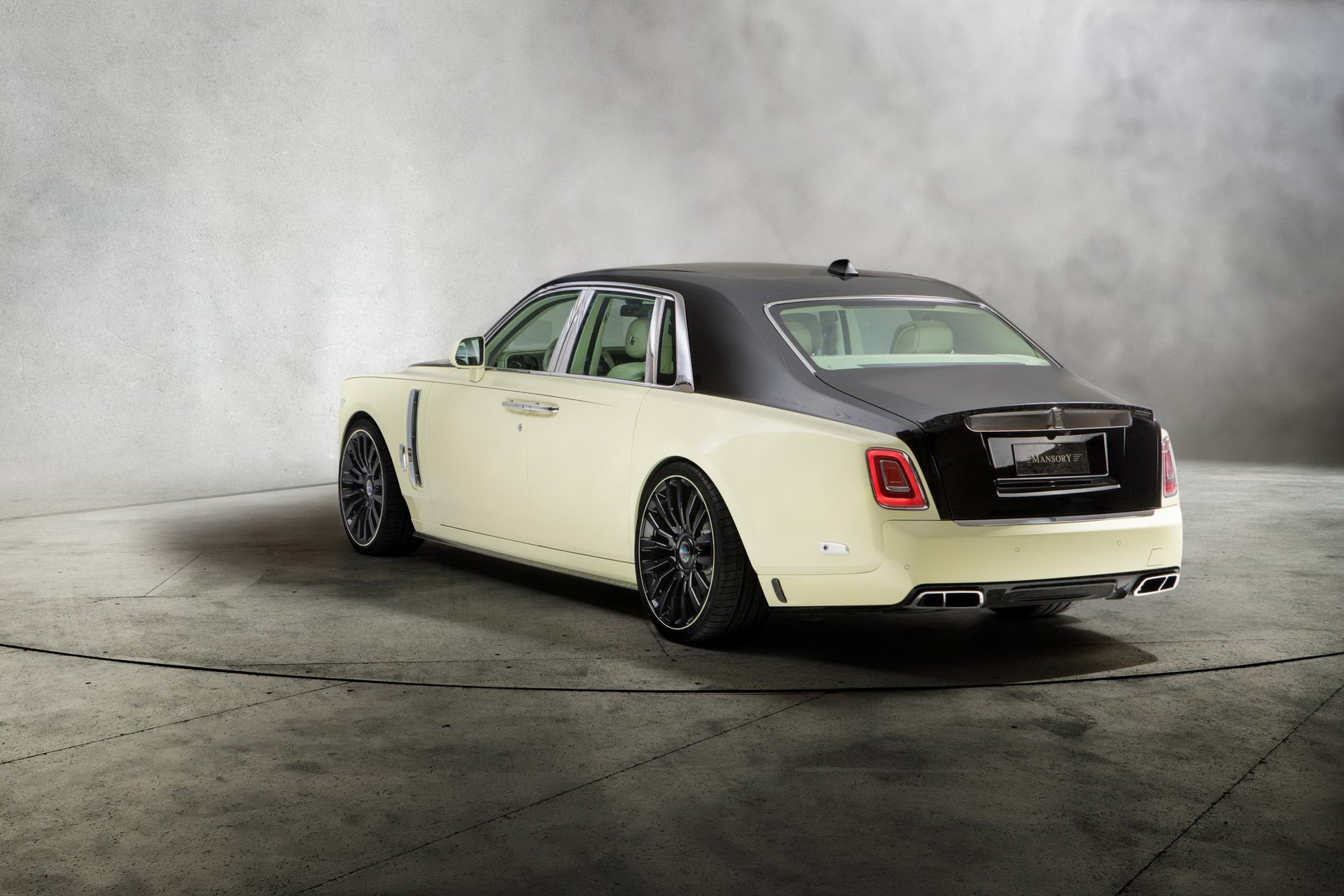 Rolls-Royce_Phantom_by_Mansory_0007