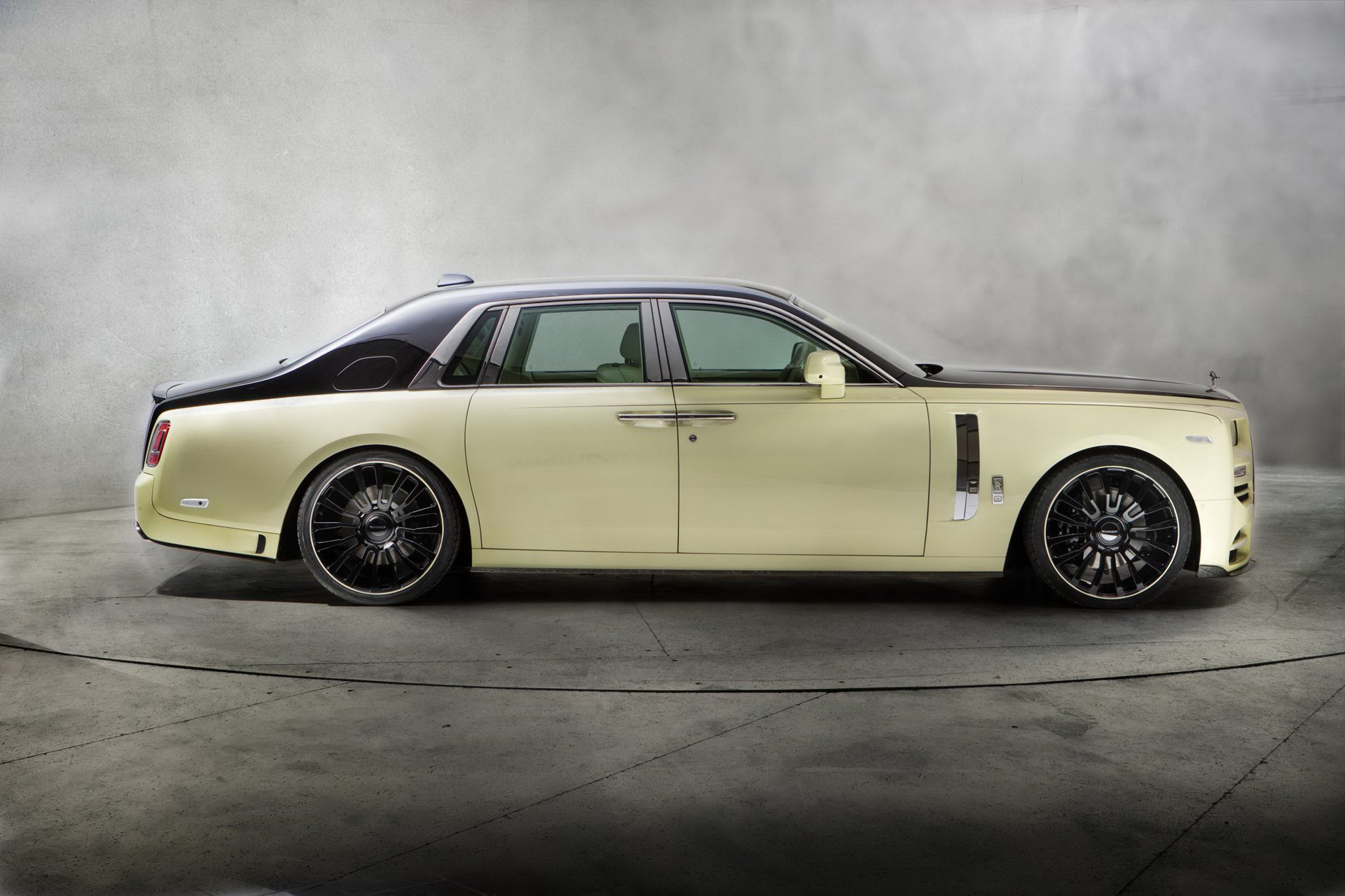 Rolls-Royce_Phantom_by_Mansory_0008