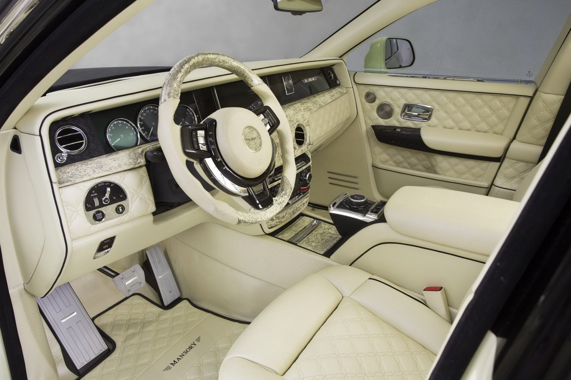 Rolls-Royce_Phantom_by_Mansory_0009