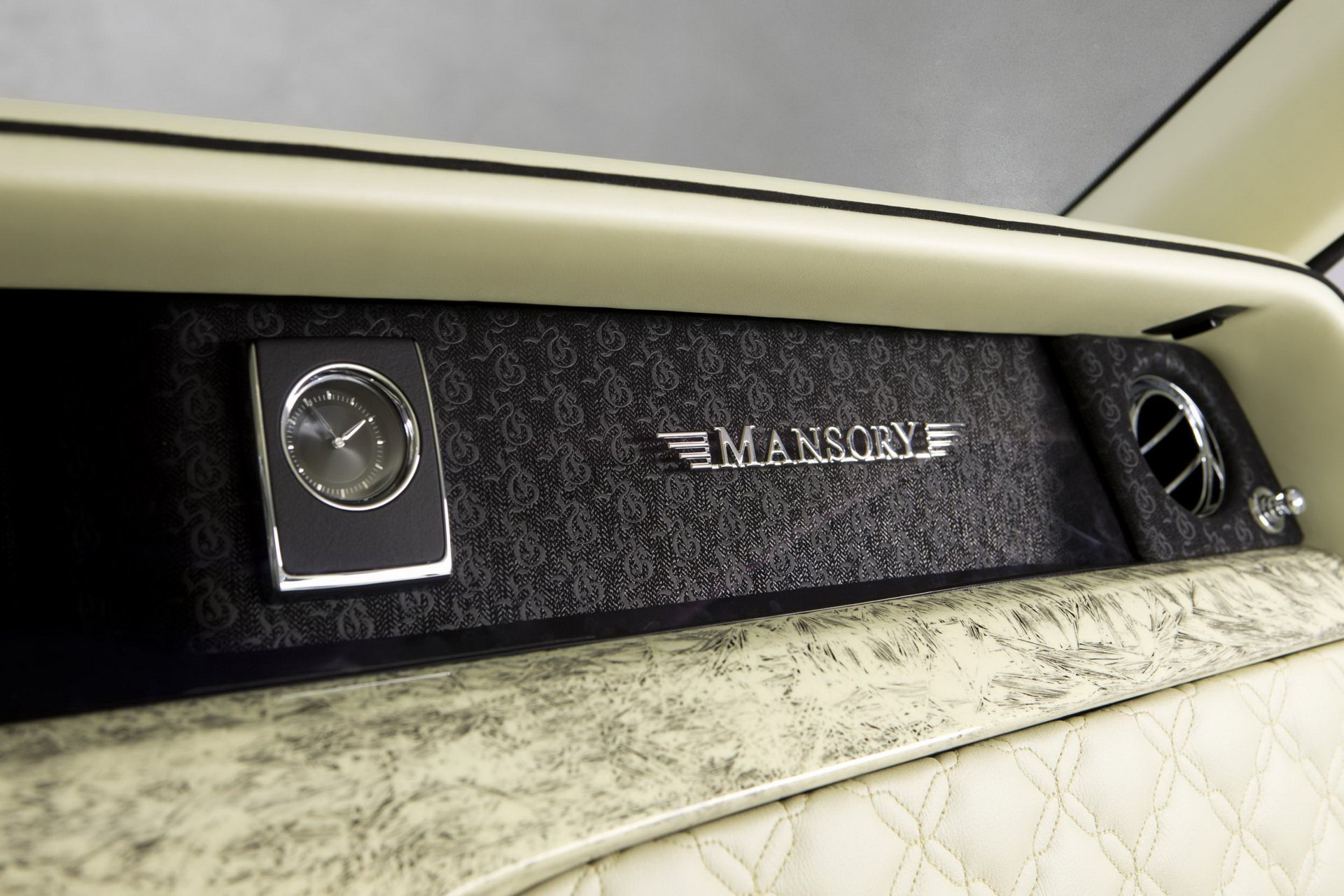 Rolls-Royce_Phantom_by_Mansory_0011