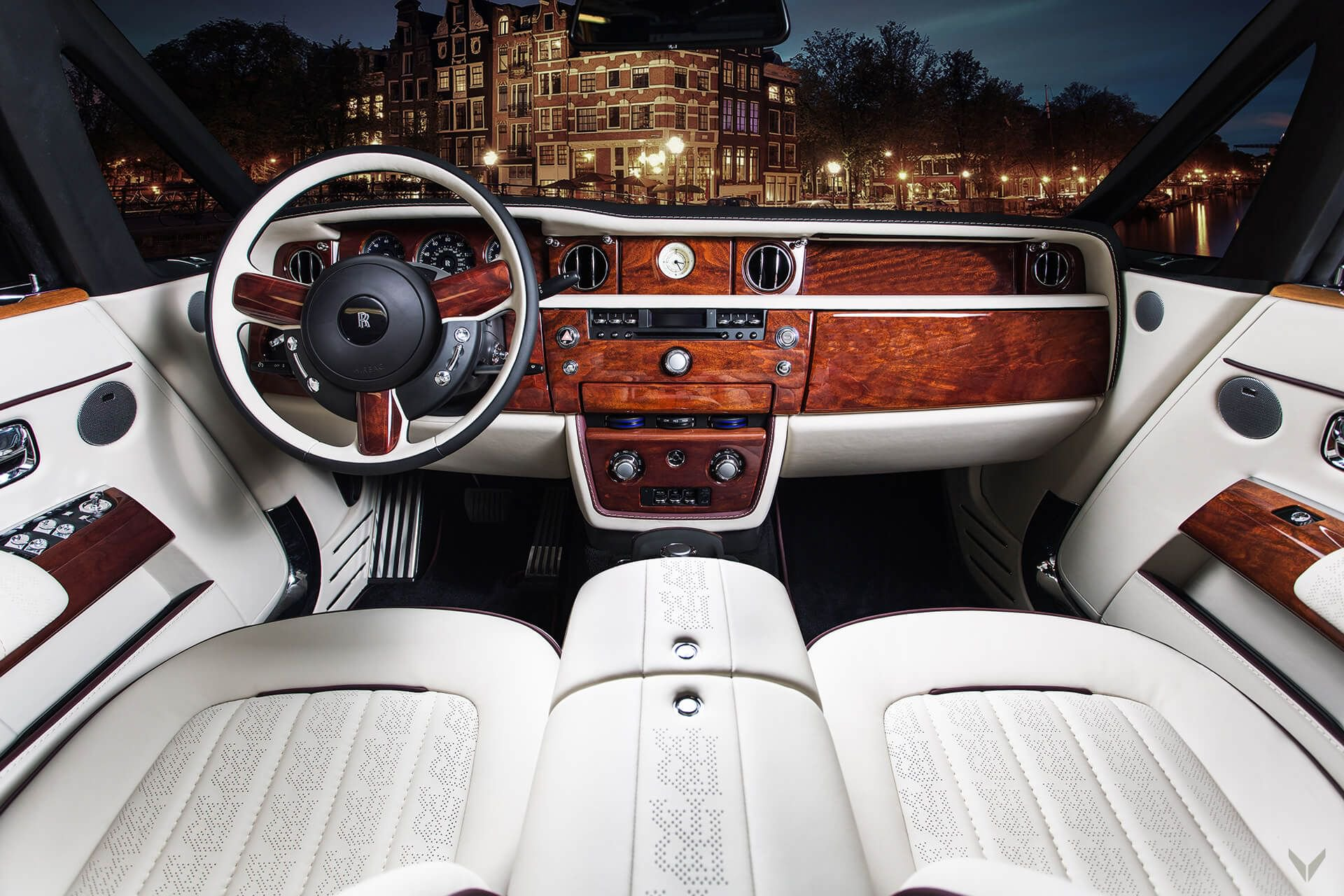 Rolls-Royce_Phantom_Drophead_Coupe_By_Vilner_0002