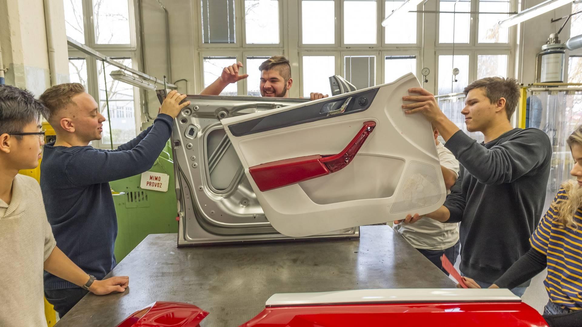 skoda-karoq-cabriolet-concept-teaser (11)