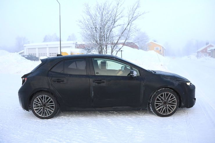 Spy_Photos_Toyota_Auris_snow_0000