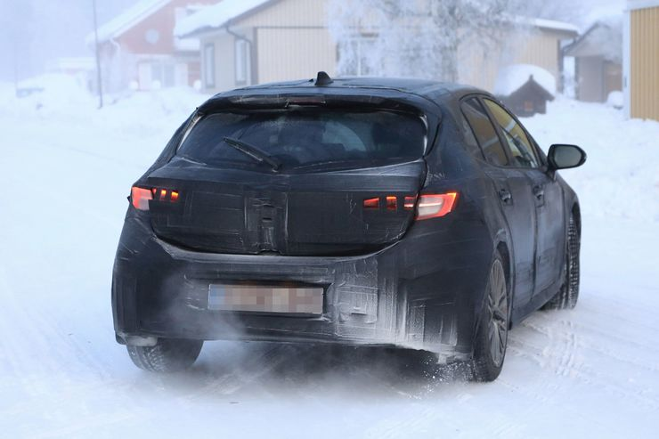 Spy_Photos_Toyota_Auris_snow_0003