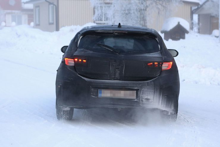 Spy_Photos_Toyota_Auris_snow_0004