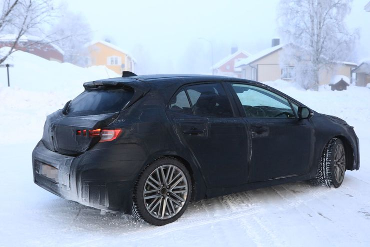 Spy_Photos_Toyota_Auris_snow_0005