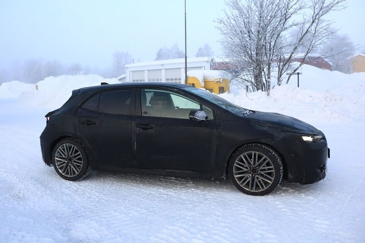 Spy_Photos_Toyota_Auris_snow_0010