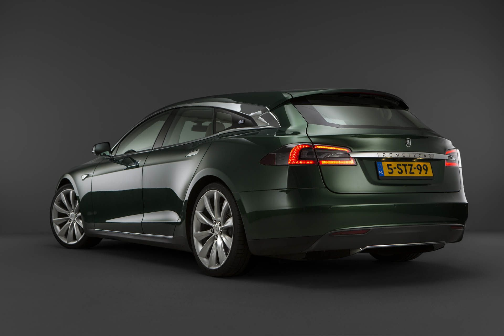 tesla-model-s-shooting-brake-remetzcar-46