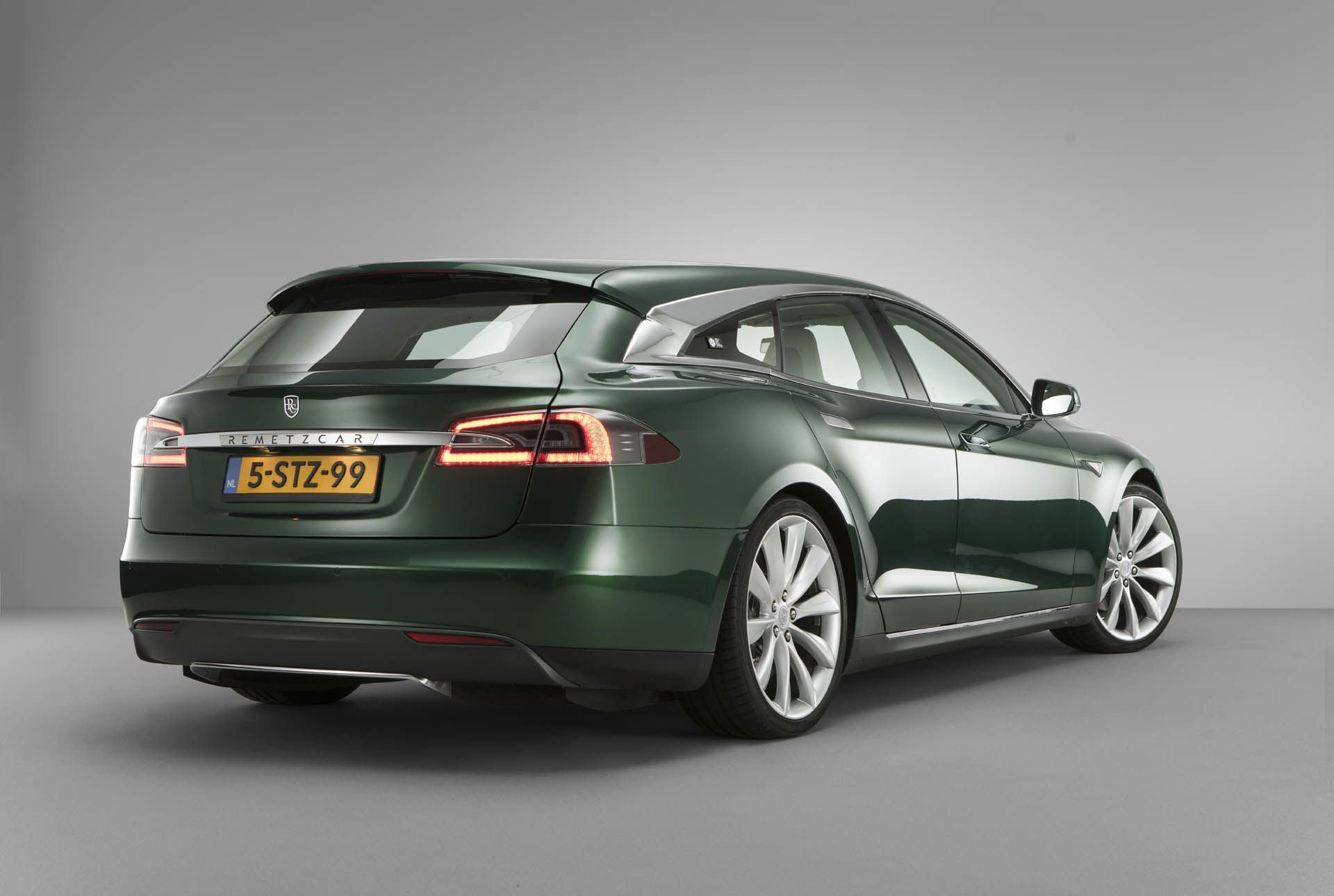 tesla-model-s-shooting-brake-remetzcar-48