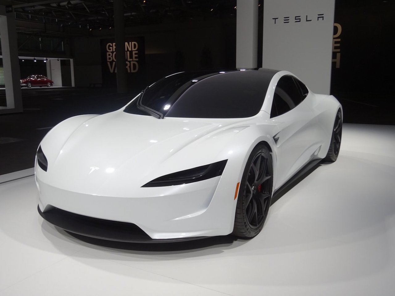 Tesla Roadster in Grand Basel 2018 (1)