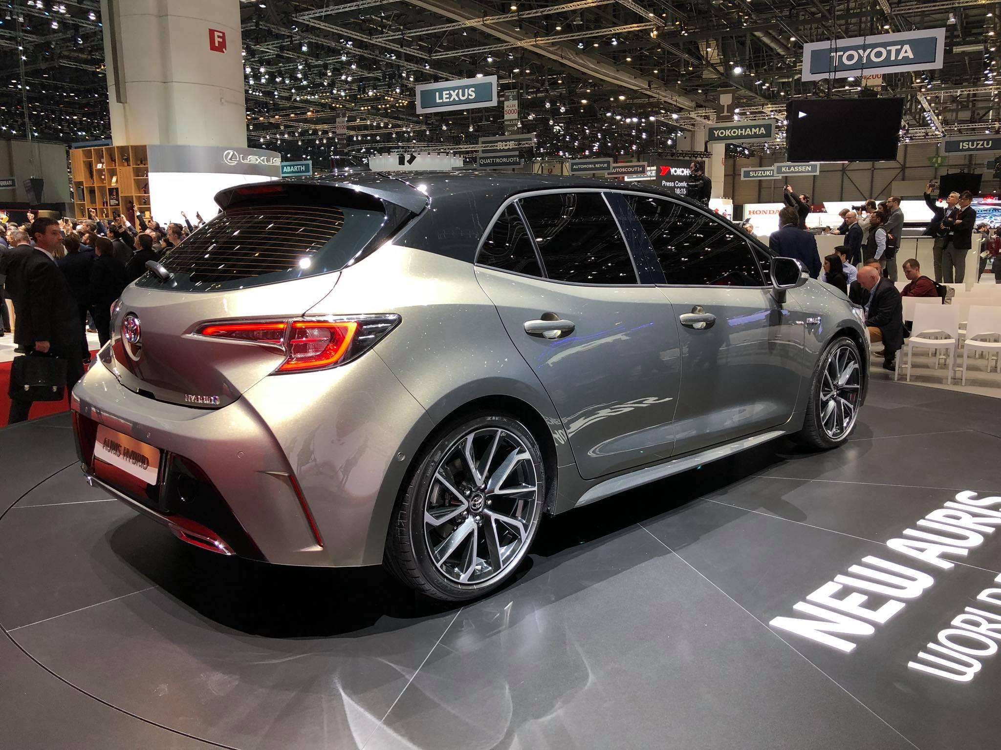 Toyota Auris 2018 (1)
