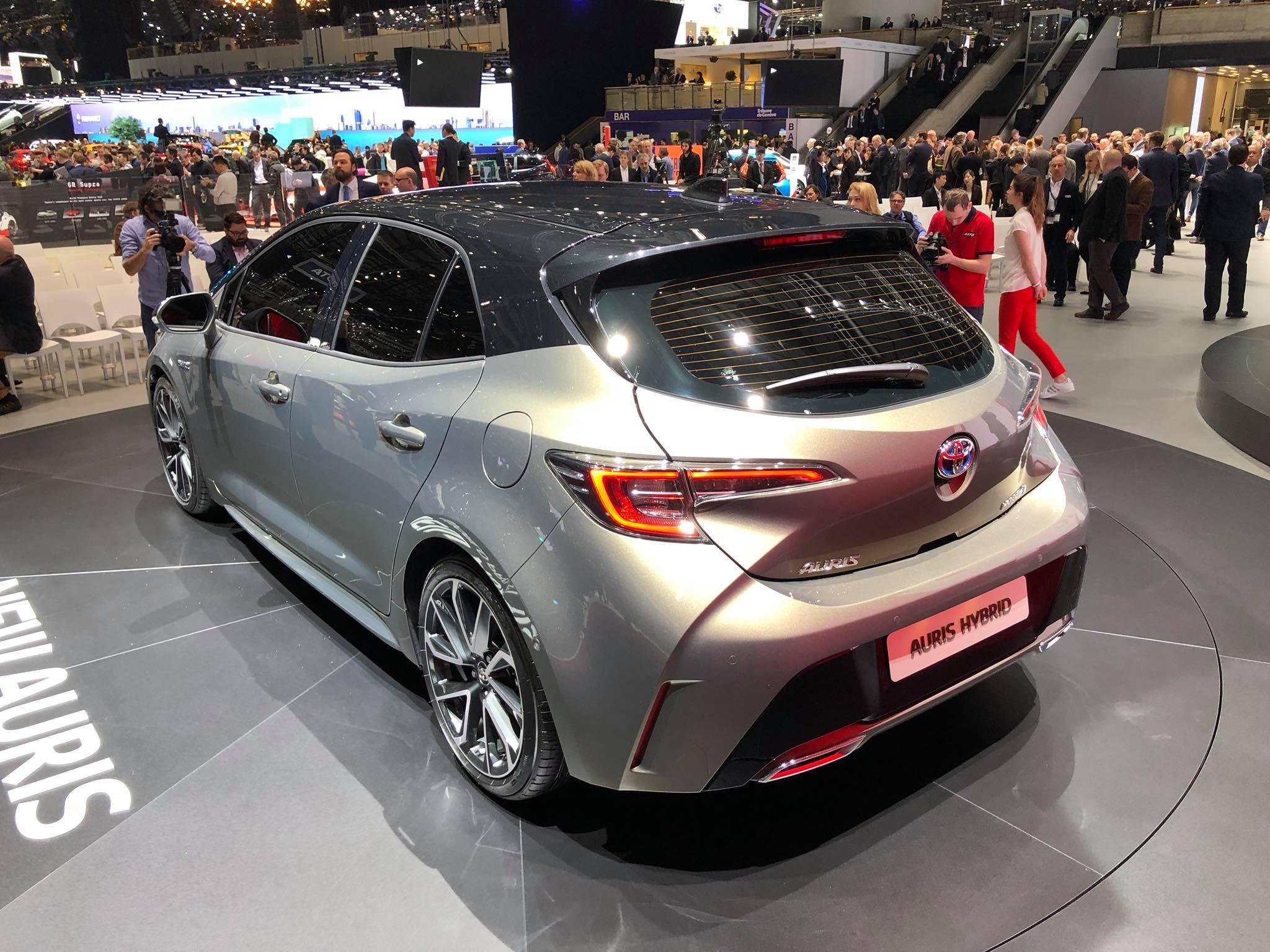 Toyota Auris 2018 (3)