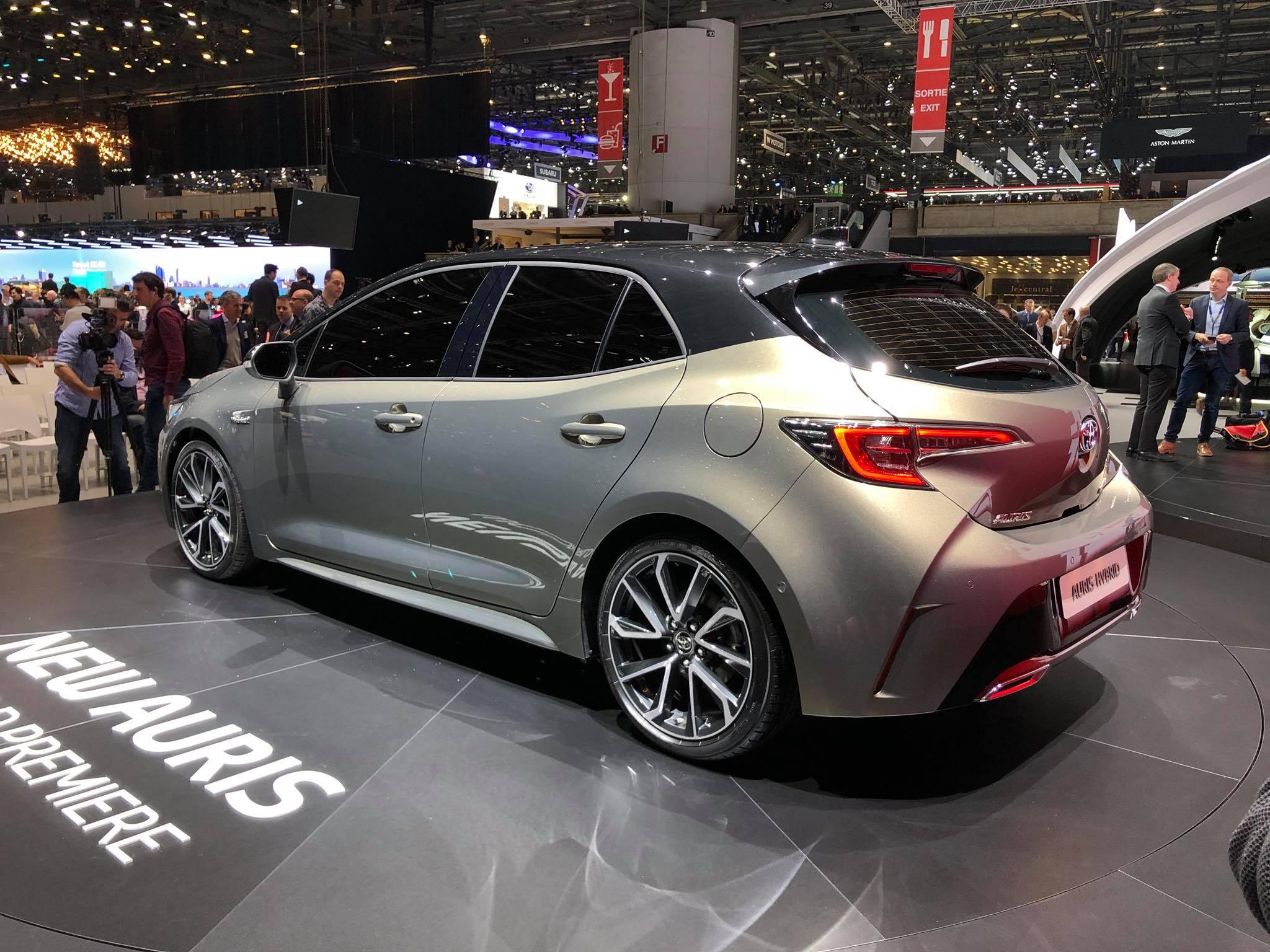 Toyota Auris 2018 (4)