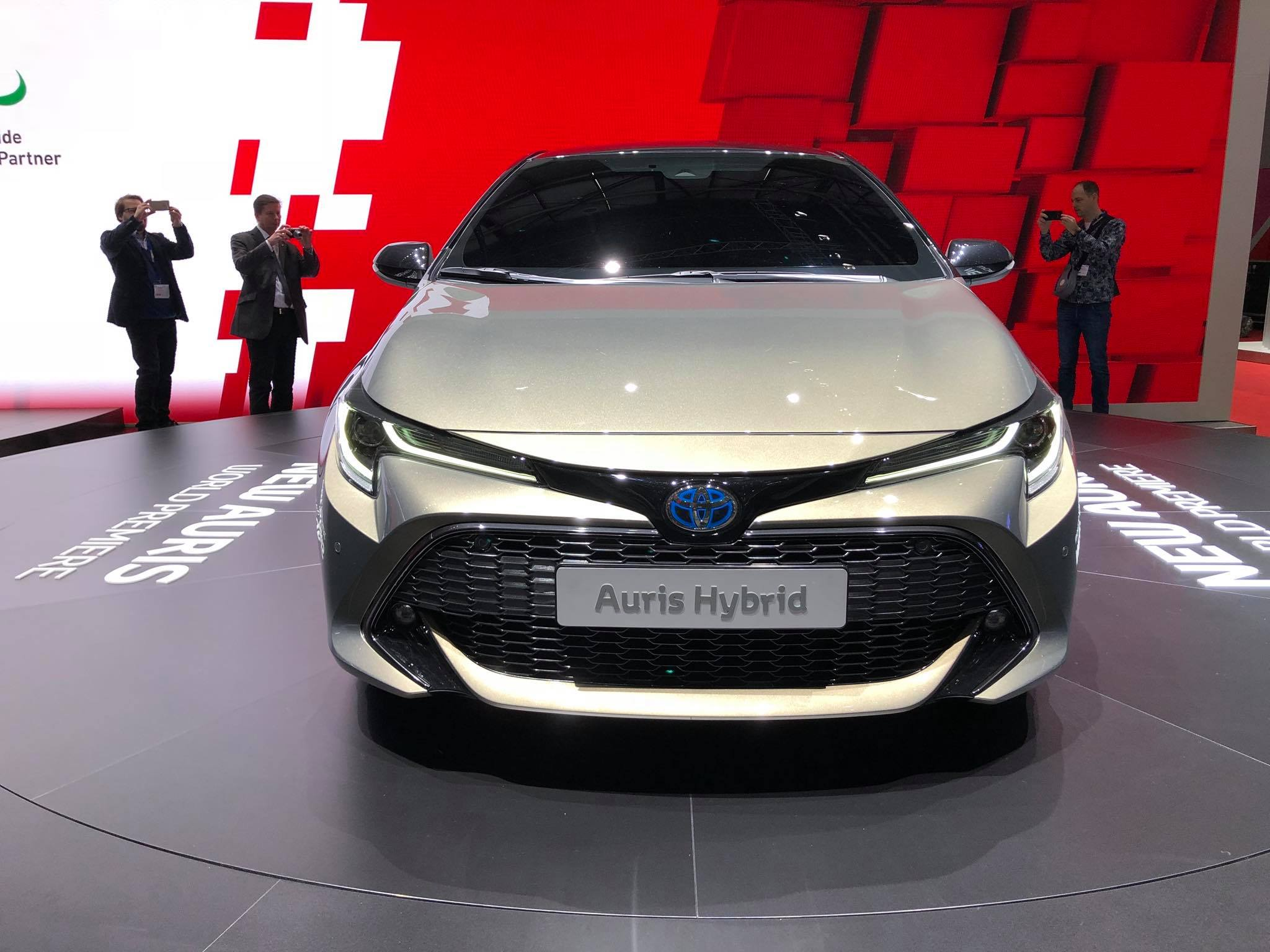 Toyota Auris 2018 (6)