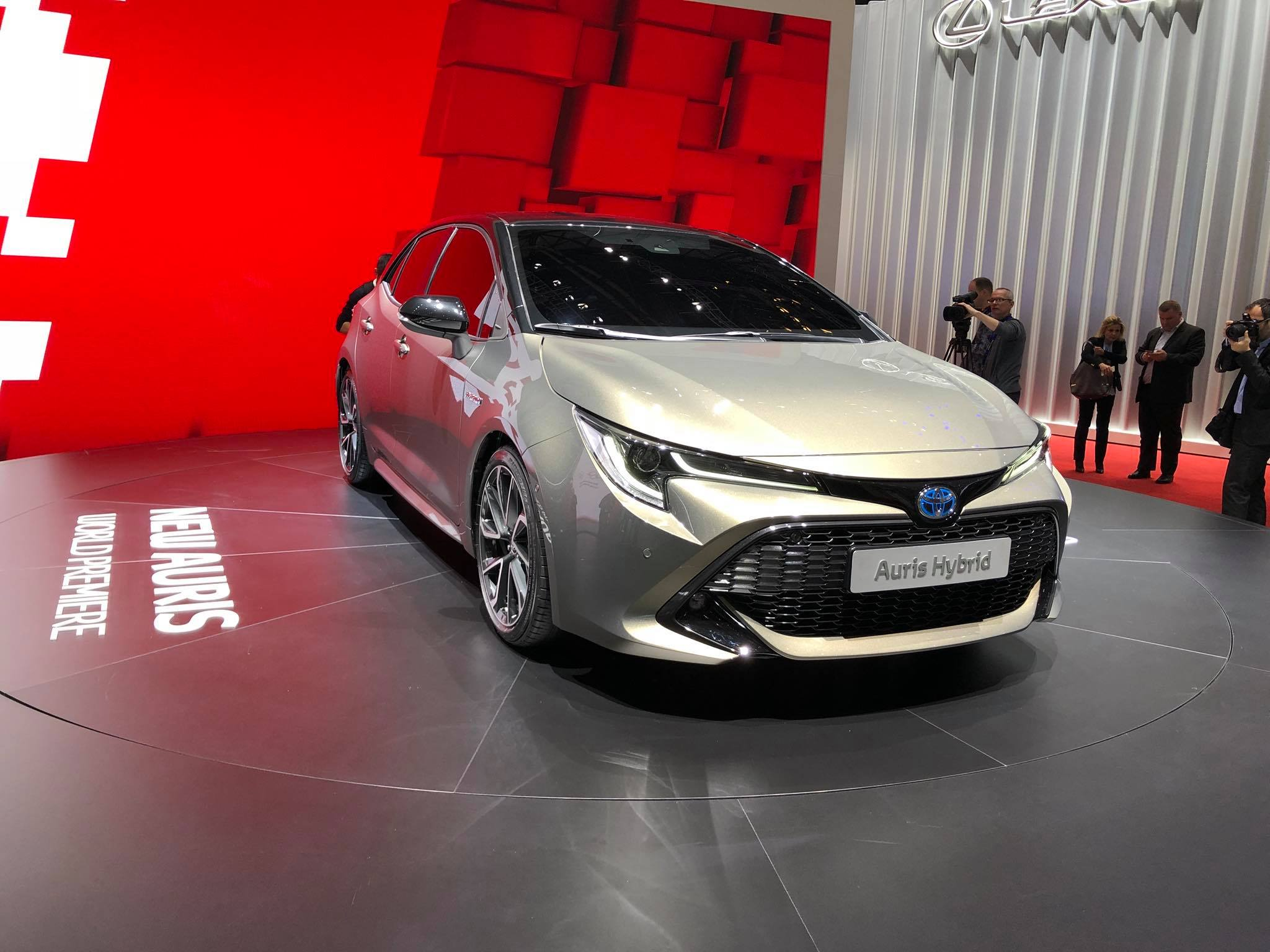 Toyota Auris 2018 (7)