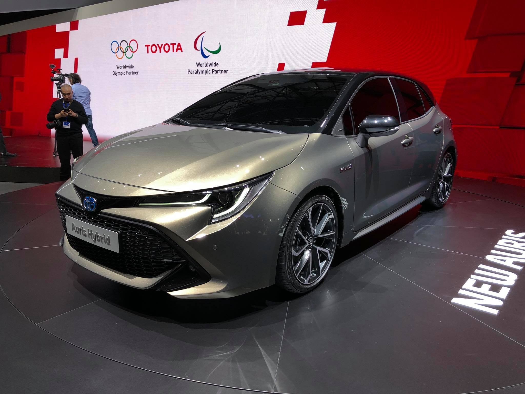 Toyota Auris 2018 (8)