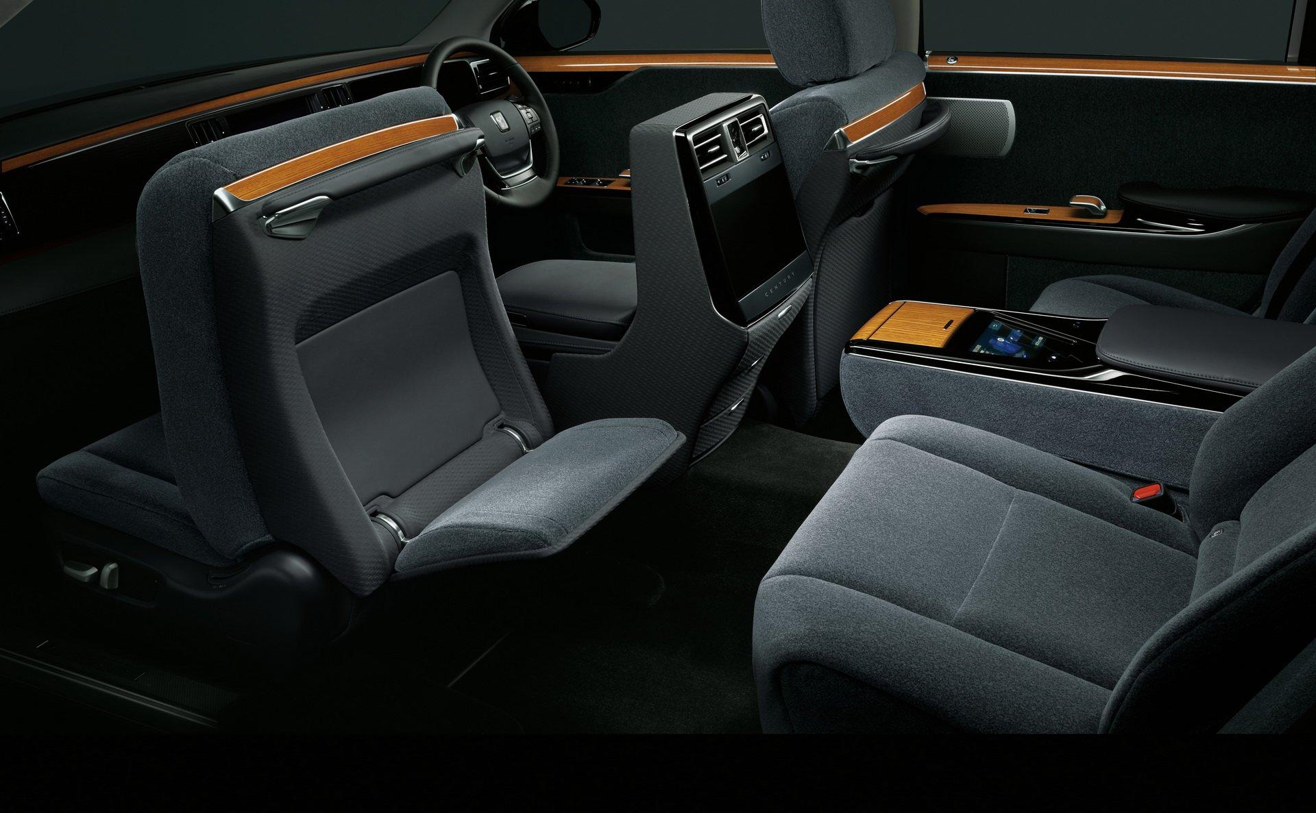 Toyota Century 2018 (30)