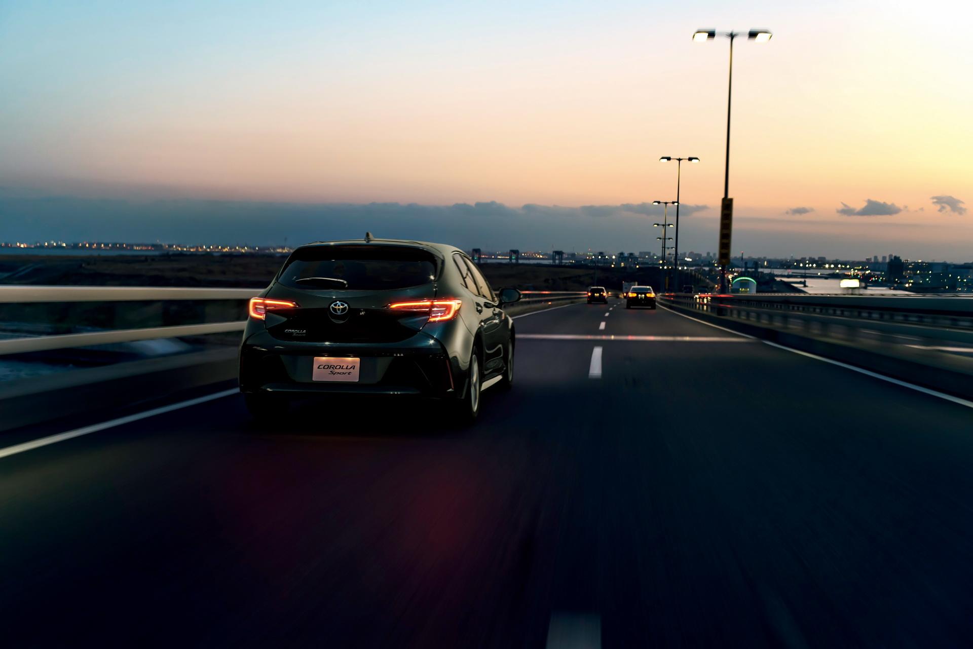 Toyota_Corolla_Sport_11