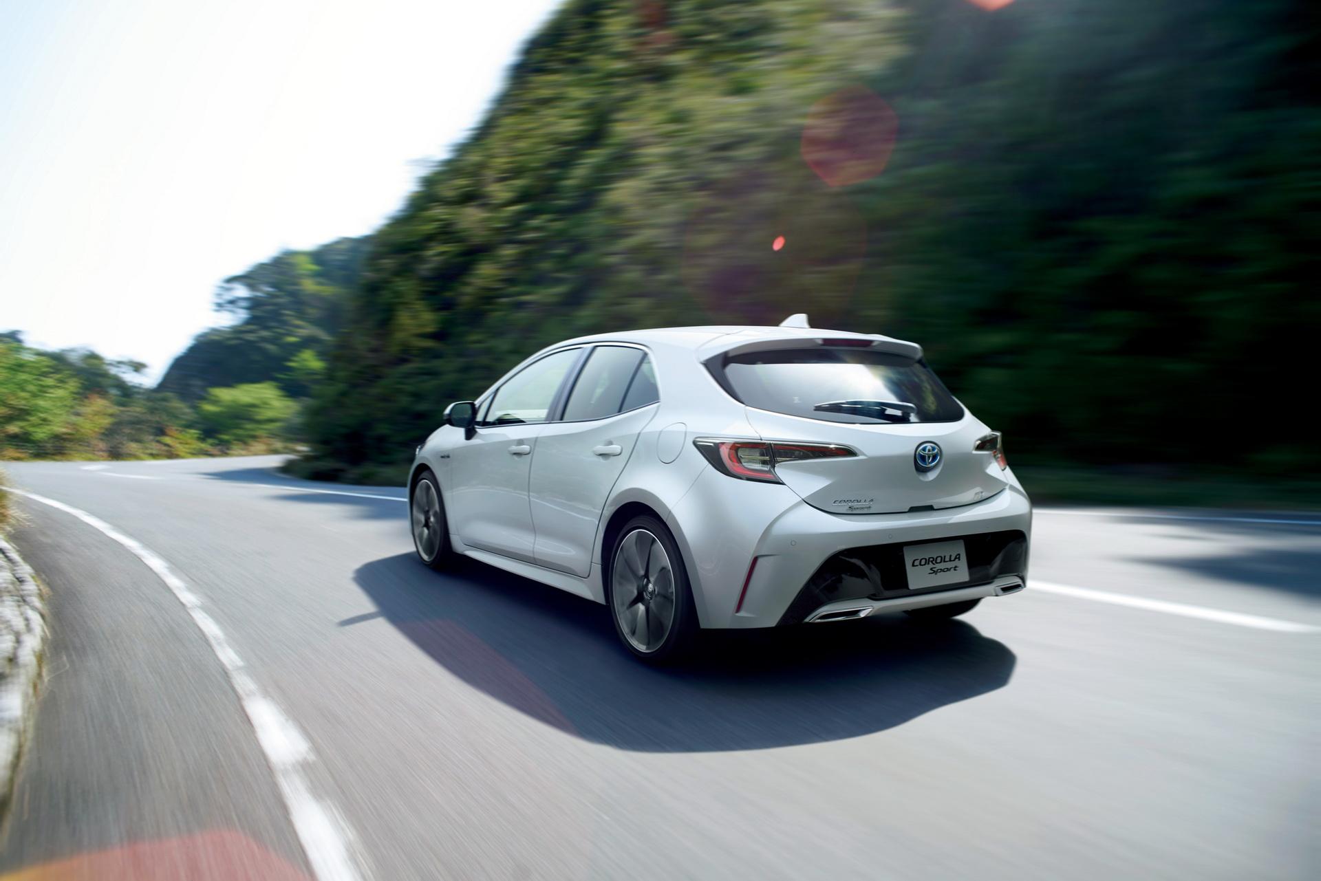 Toyota_Corolla_Sport_28