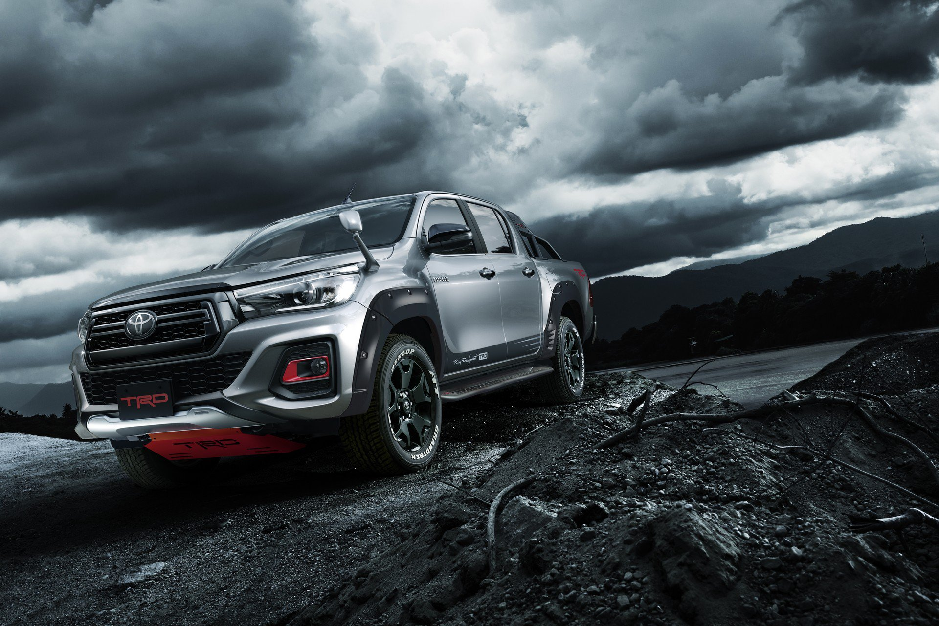 Toyota Hilux Black Rally Edition (2)