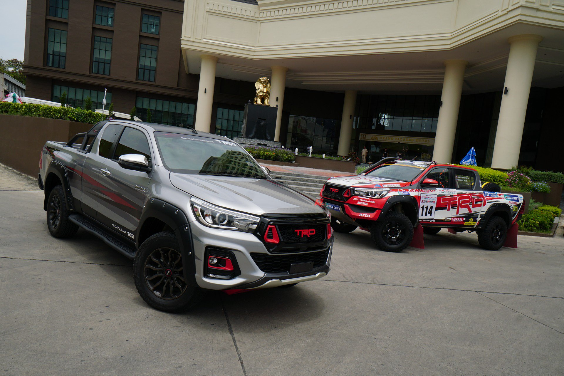 Toyota Hilux Black Rally Edition (5)