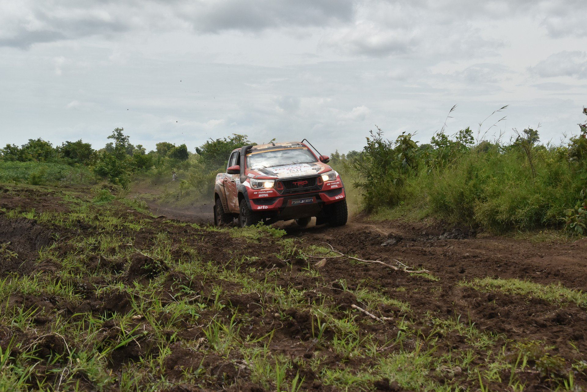 Toyota Hilux Black Rally Edition (7)