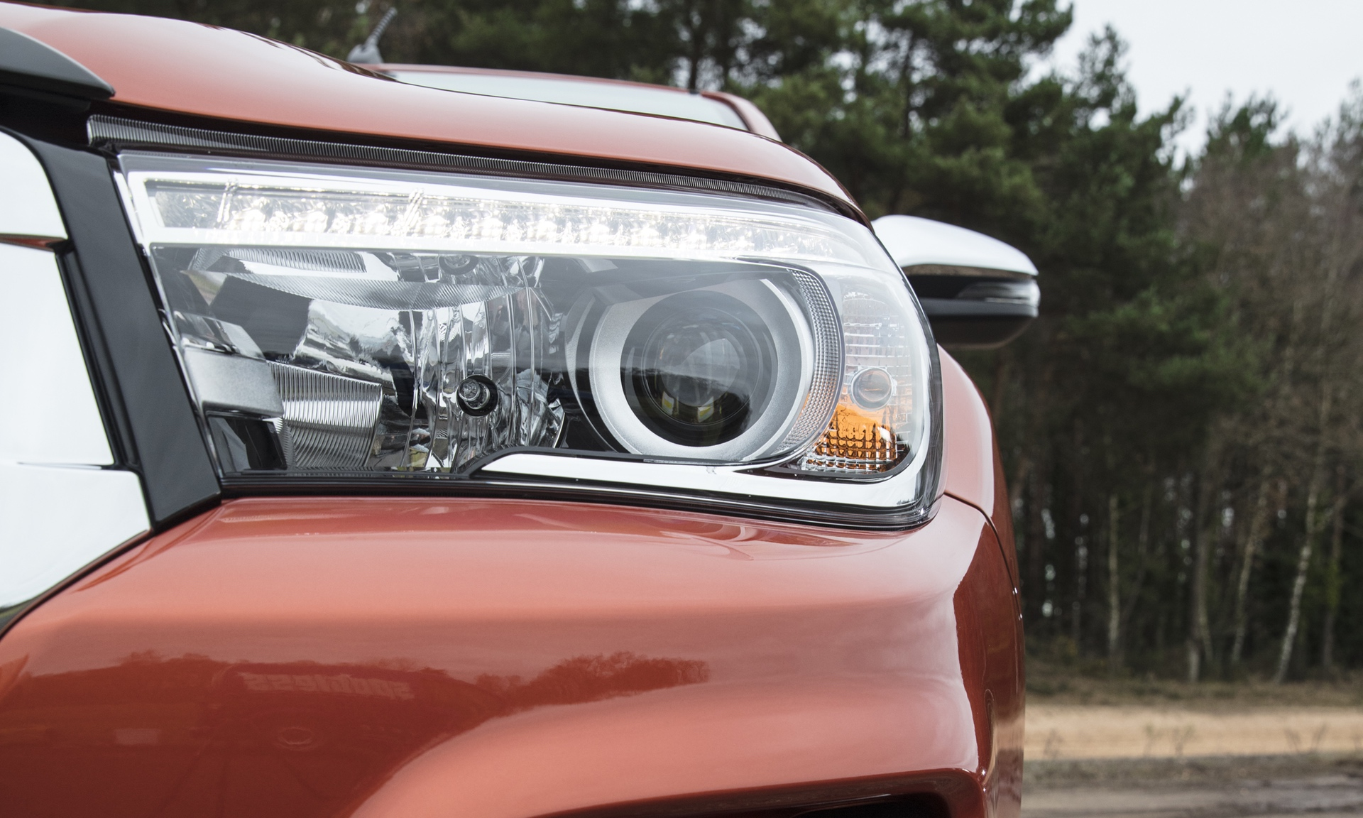Toyota_Hilux_Special_Edition_0001