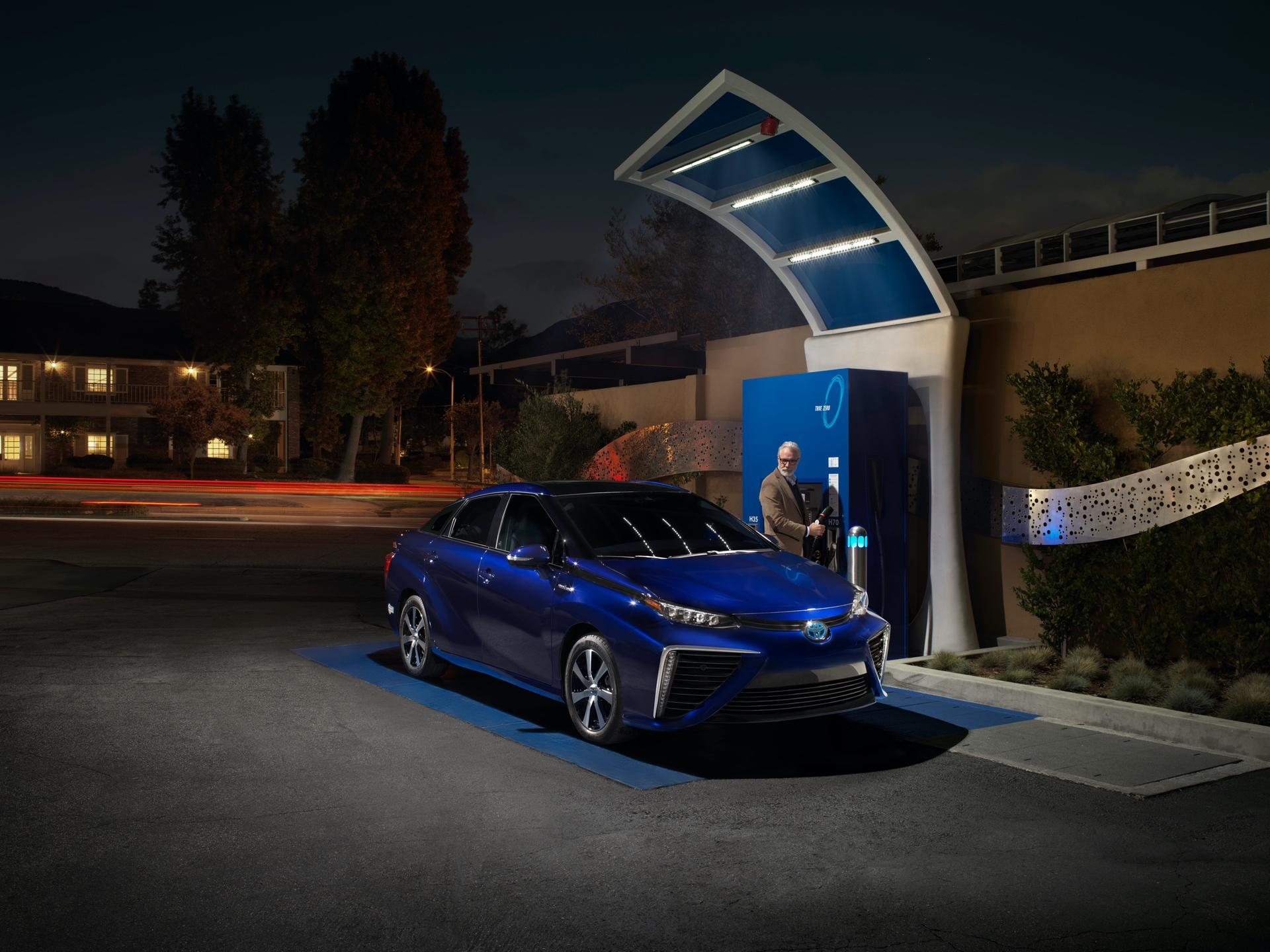 Toyota_Mirai_California_0000
