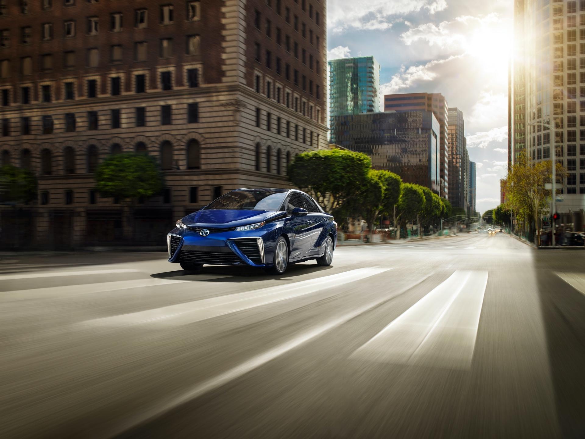 Toyota_Mirai_California_0001