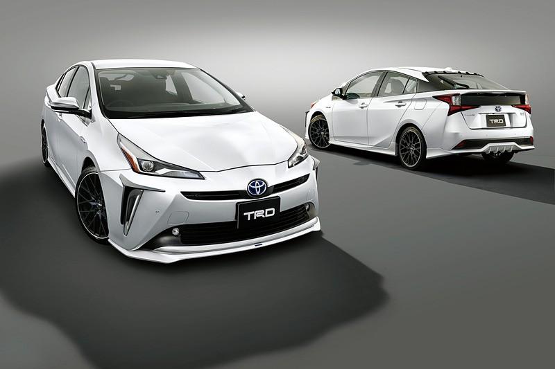 Toyota Prius TRD andModellista (2)