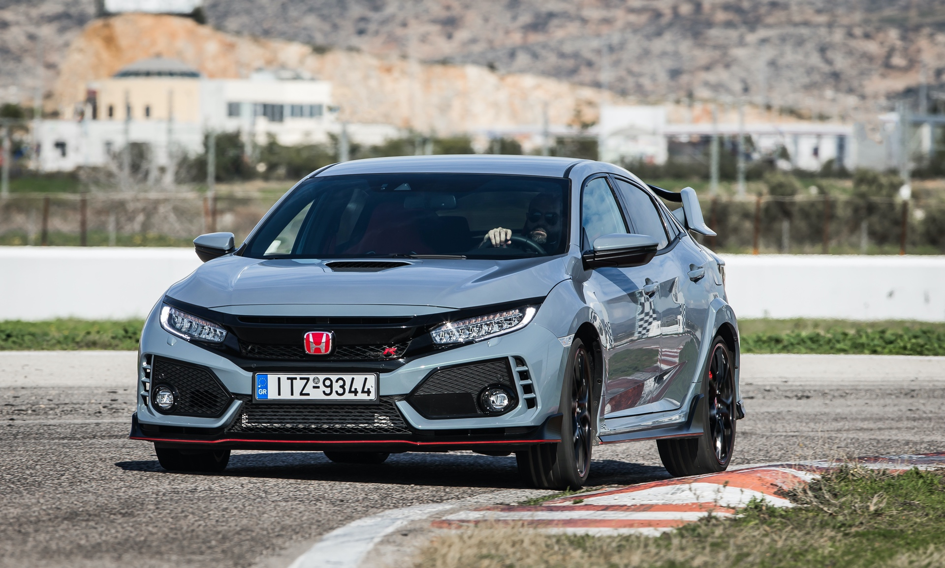 Track_Test_Honda_Civic_Type_R_106