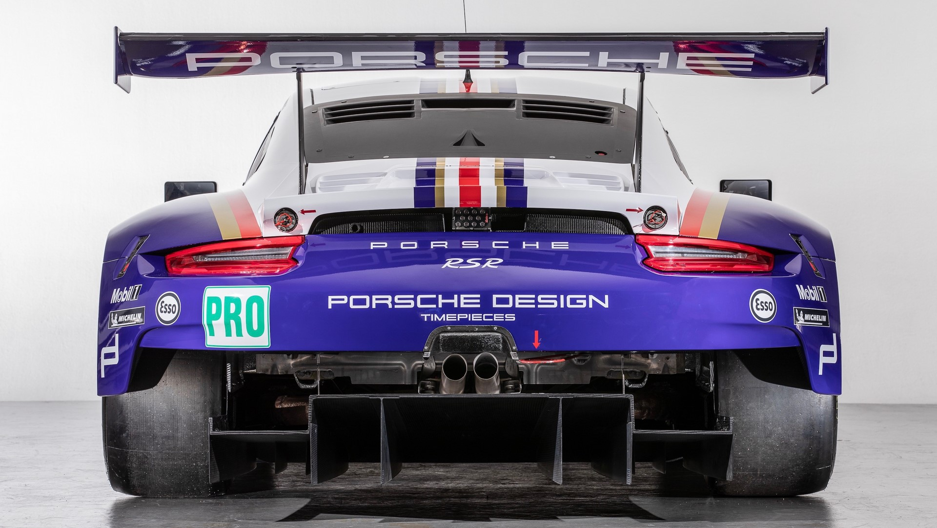 Two Porsche 911 RSR in historic livery (10)