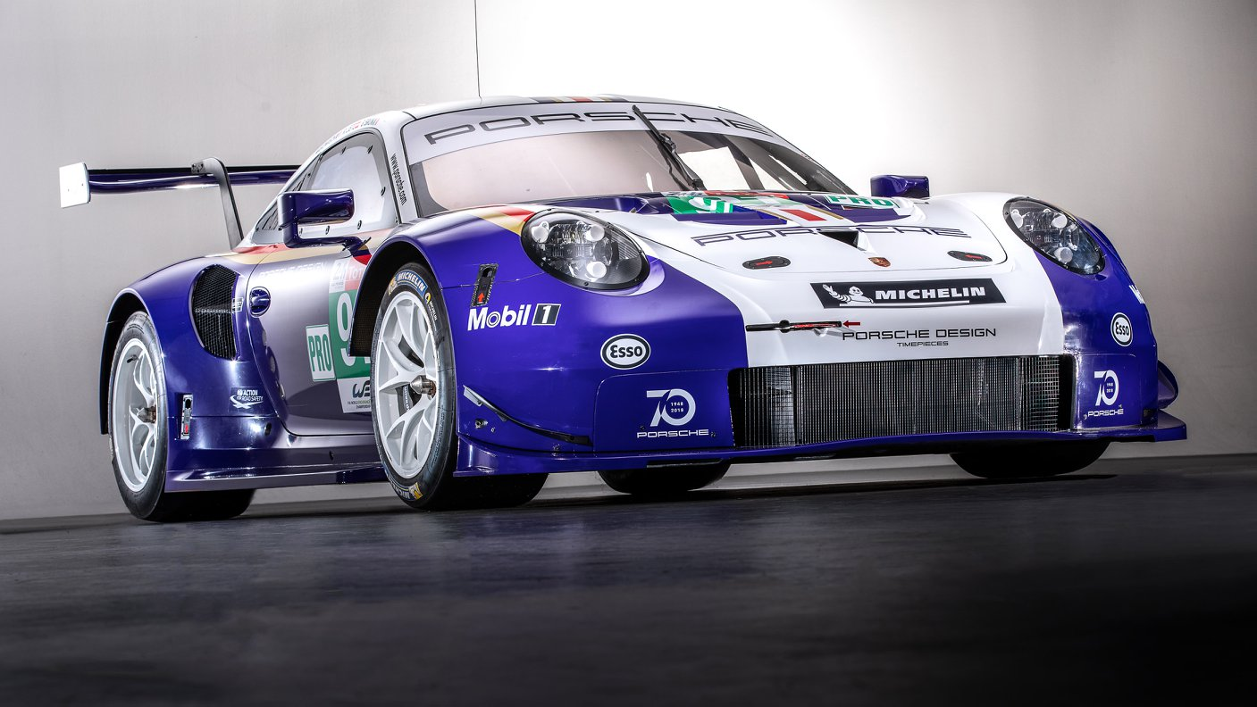 Two Porsche 911 RSR in historic livery (17)